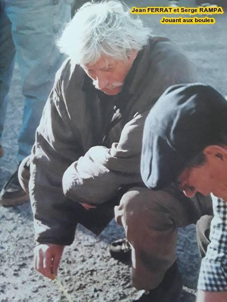 1996) Jean FERRAT et Serge RAMPA  jouant aux boules