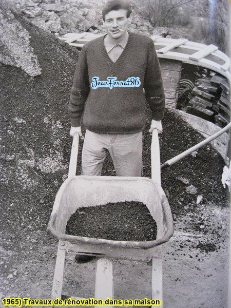 1965) Jean FERRAT chez lui en plein travaux de rénovation