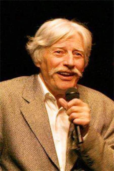 2001) Jean FERRAT lors d'un débat avec des jeunes sur les camps de concentration