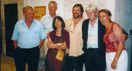 2003) Jean FERRAT entourer d'ami(es)
