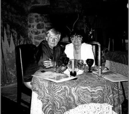 Michèle SENLIS  (à droite sur la photo) parolière de certaines chansons de Jean FERRAT)