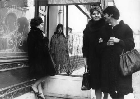 "1962) Photos du film   "" Vivre sa vie  "" de Edouard MOLINARO avec Anna KARINA et Jean FERRAT"
