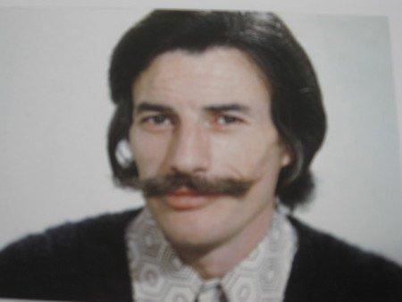 1976)  Portrait de Jean FERRAT