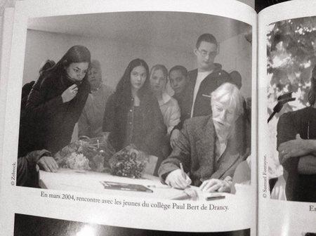 2004) Jean FERRAT rencontre des jeunes du collège Paul Bert de Drancy (93200) au sujet des camps de concentration