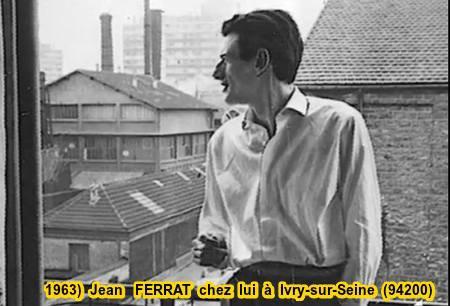 1963)  Jean FERRAT chez lui à Ivry-sur-Seine (94200)