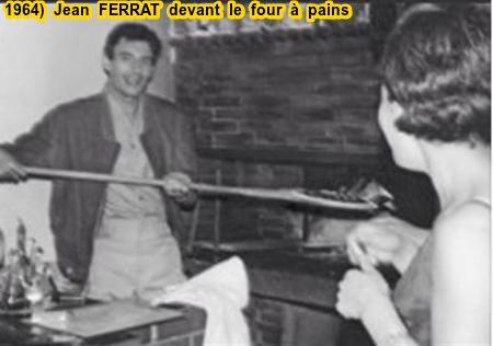 1964)  Jean FERRAT devant un four à pains