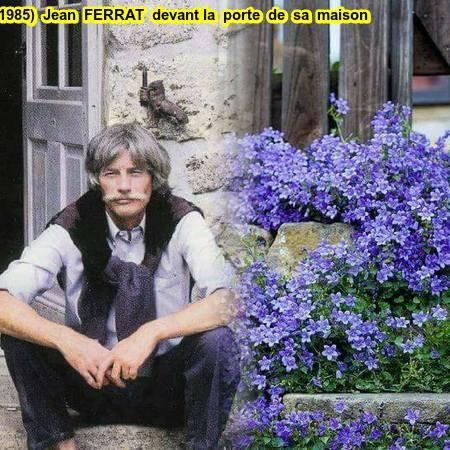 1985)  Jean FERRAT  devant la porte de sa maison