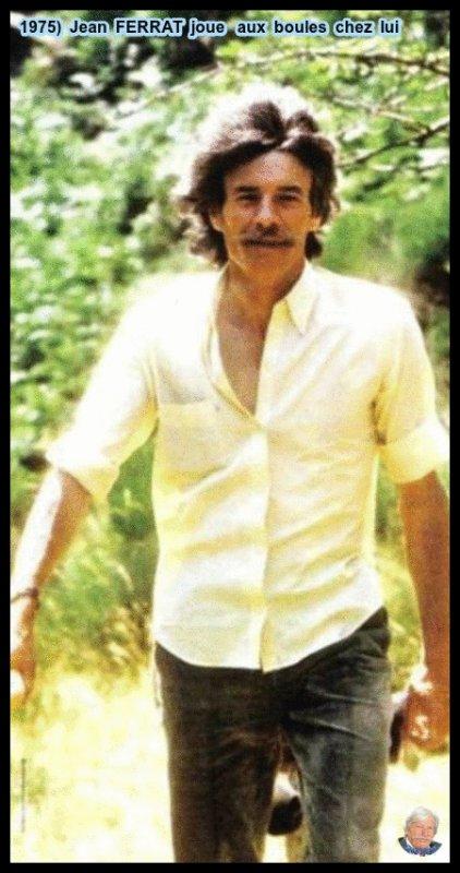 1975)  Jean  FERRAT  joue aux boules chez lui