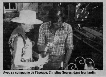 1973)  Avec Christine SEVRES dans leur jardin