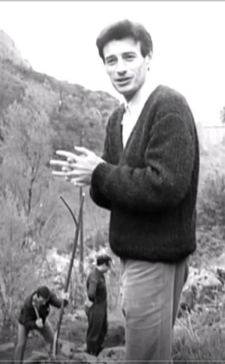 1964)  Jean FERRAT aménage les extérieurs de sa propriété