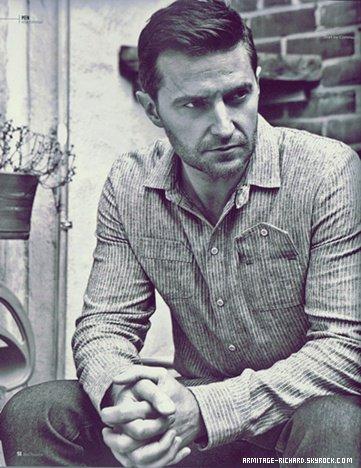 • Richard fait la couverture du magazine Fault. Un article accompagné d'une interview et de quelques photos qui sont sublimes.