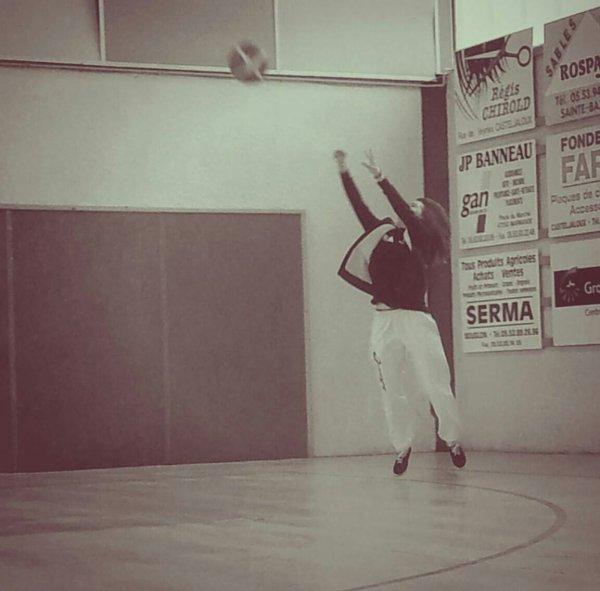 Moi au basket . :)