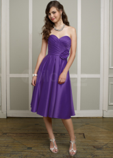 Robe de demoiselle d'honneur de taffetas Sweetheart genou longueur assez raisin