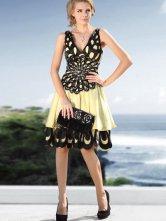 Assez jaune élastique Satin tissé robe de Cocktail de Satin col profonde sans manches