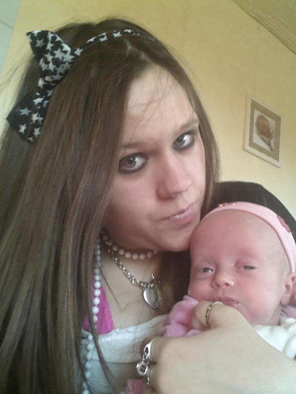 Brenda >>>20ans >>> Ville Verviers >>> Maman d'une petite fille de 3 mois :D (l) Celiba ;)