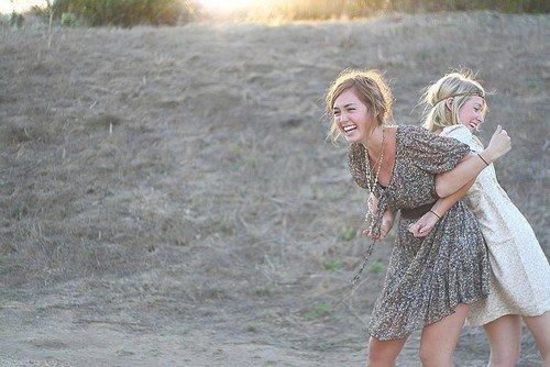 « Un ami est quelqu'un qui nous donne la totale liberté d'être soi-même »