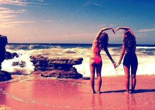 """""""Une meilleure amie, c'est une soeur que la vie a oublié de vous donner."""""""
