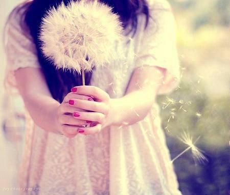 """""""Si pendant que tu avances tu ne vois pas ton bonheur à l'horizon, alors retourne toi ..."""""""