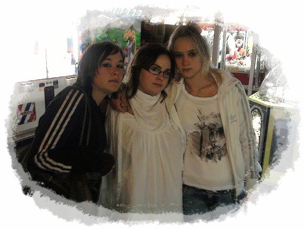 Tine, Moi & Cindy    $)