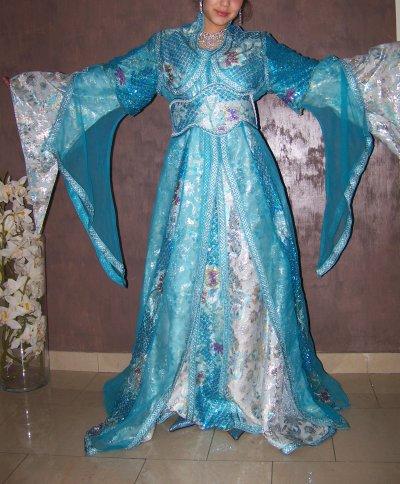 takchita bleue avec traine