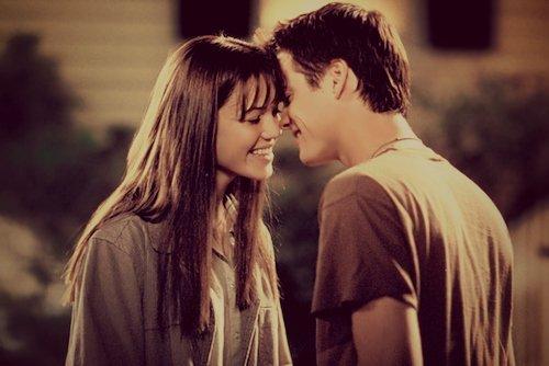 """""""  Il aimait la mort, elle aimait la vie, il vivait pour elle, elle est morte pour lui. """""""
