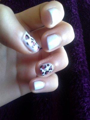 Nail Art à motif léopard.