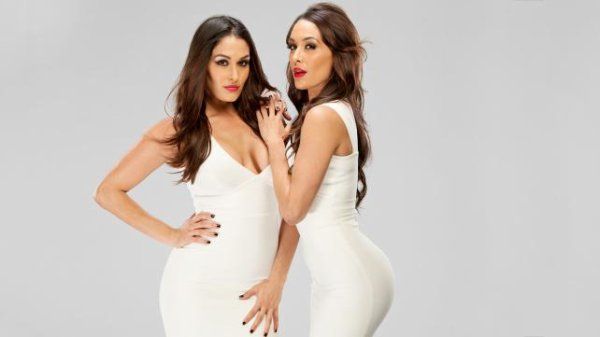 "Voici "" The Bella Twins "" Les Divas"