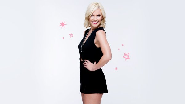 Voici : Ladies On The Mac (Renee Young)