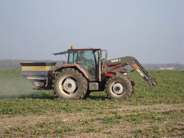 Epandage d'engrais sur le colza dans le 18 2011
