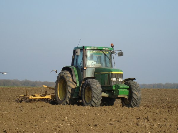 Preparation des terres pour les semis de tournesols dans le 45 2011