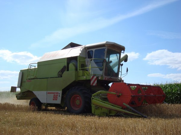 Moisson de blé tendre dans le 45 2011