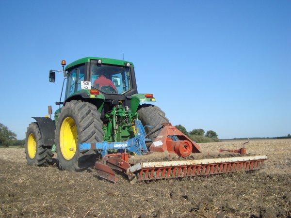 Préparation du sol pour semis de colza dans le 45 2011