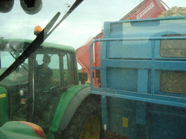 Arrachage de pomme de terre par une ETA dans le 45 2011