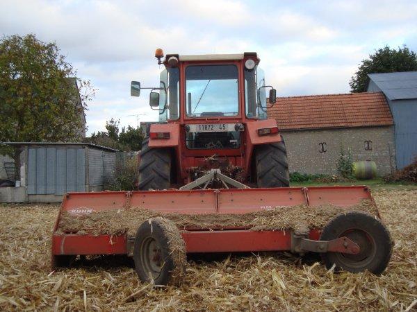 Broyage de maïs chez mon voisin 2011