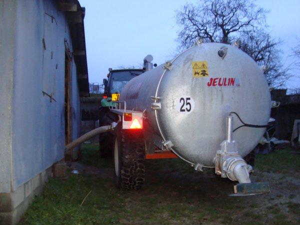 Vidange des fosses à fientes de poules 2011 chez mon voisin