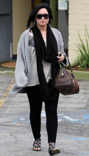 Voici les photo ou Demi avait rendez-vous pour parler de sa cure (10/04/11)