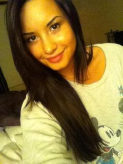 Demi est de nouveau avec une coloration brune !! ♥ (08/05/11)