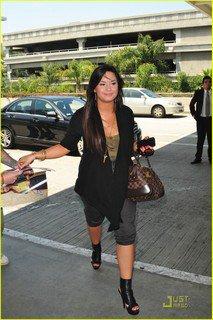 AÉROPORT LAX    Demi a l'aéroport de Los Angeles le 6 Mai ! (08/05/11)