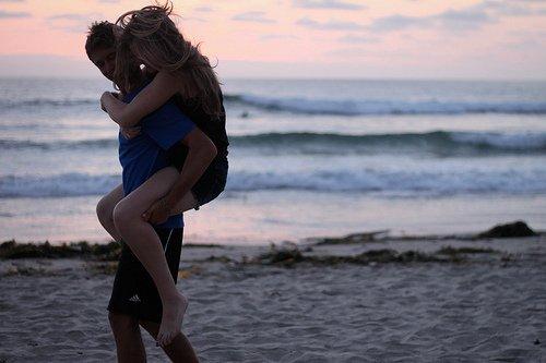 « On dit que le monde est fait pour deux. Il ne sert de vivre que si quelqu'un vous aime. »