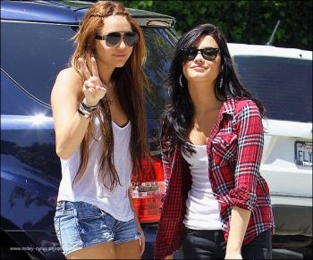 Demi Lovato et Miley : amie comme au premier DAY (NB: jour)!!!