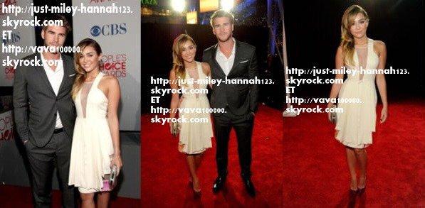 Miley, accompagnée de Liam et toute une foulé de merveilleuse stars, était aux Peoples choices awards. Elle n'était nominée dans rien, elle était juste...présente!:) Que dire de sa tenue?TOP! De sa coiffure?TOP!De ses chaussures?BOF! Ce qui nous fait en moyenne un très joli TOP!!!:D