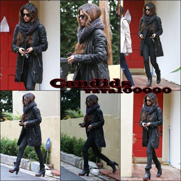 CANDIDS: Selena a été aperçue entrain de quitter la maison d'une amie à LA - 01/03/14