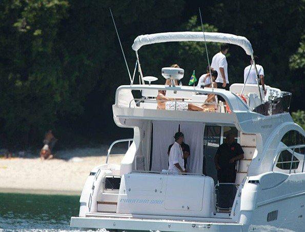 CANDID Zanessa durant leurs vacances au Brésil