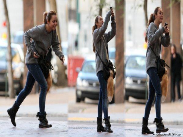 .  Toujours des photos de Miley sur le Site de So undercover   .