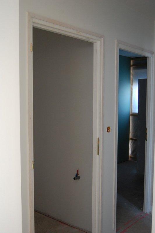 pose des baguettes de cadre de porte construction de ma. Black Bedroom Furniture Sets. Home Design Ideas