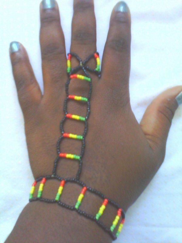 Chaine de main couleur rasta personnalisable
