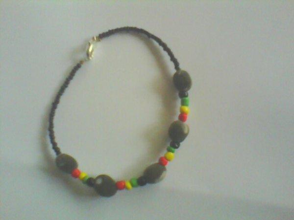 bracelet en graines naturelles des Antilles (graines de zanzibar) et perles de rocailles création artisanale