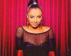 ■ Photos de Nina et une partie du cast posant pour le magazine TV Guide lors du PaleyFest 2012.