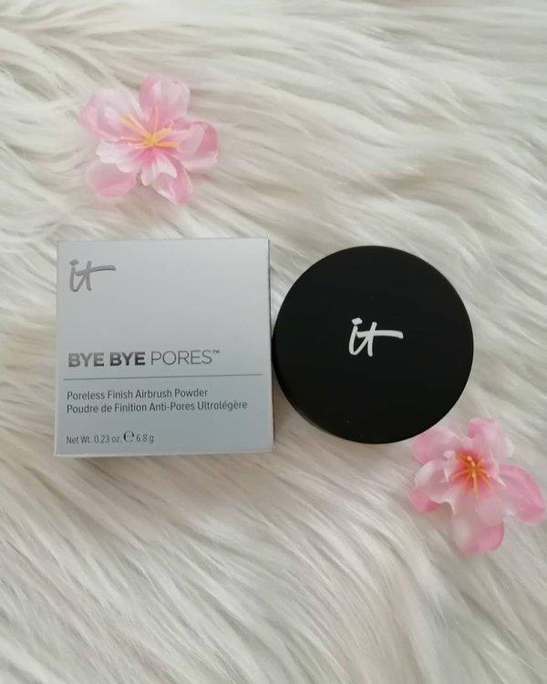 It Cosmetics      La poudre libre Bye Bye Pores.