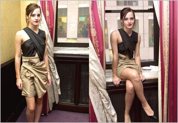 """. 7/09/12 ➜ Emma était présente lors d'une conférence de presse ainsi qu'un photocall à Toronto pour la promotion de """"The Perks of Being a Wallflower"""".."""